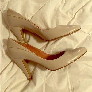 Aldo -fits like size 9 cream / beige colored pumps